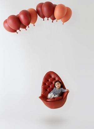 風船で空飛ぶ椅子「Balloon Chair(バルーンチェア)」が登場!