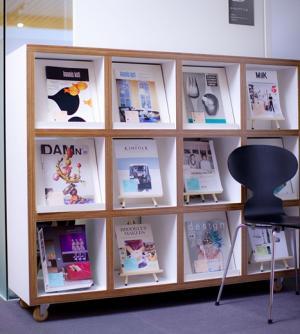 デザインのプロが選んだおすすめ書籍が並ぶ「わたしたちの読書履歴」展…