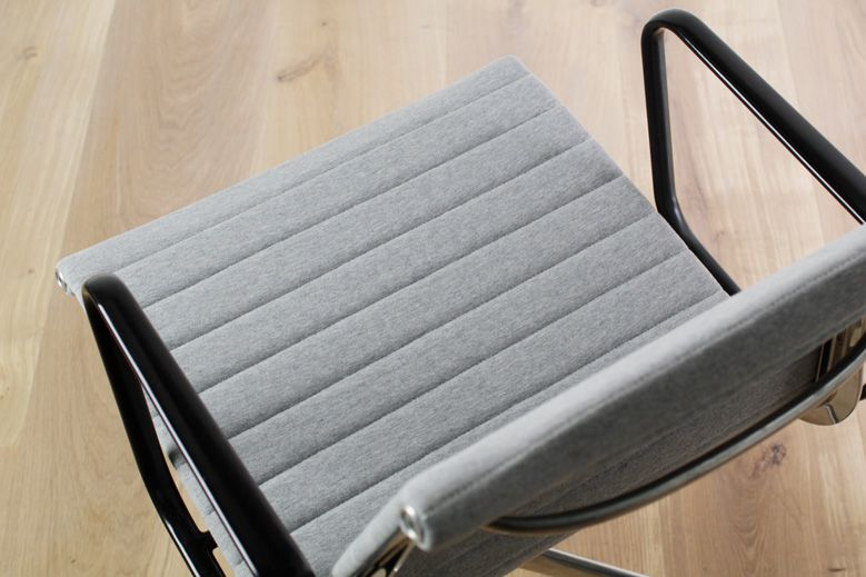 loopwheeler-eames-aluminumgroupchair-building_004