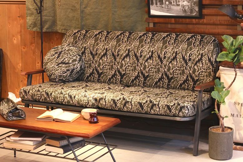 roughandrugged-acmefurniture_001
