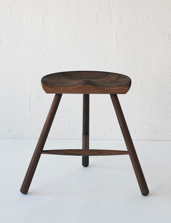 ACTUS_SHOE-MAKER-STOOL_WALNUT-MODEL_01