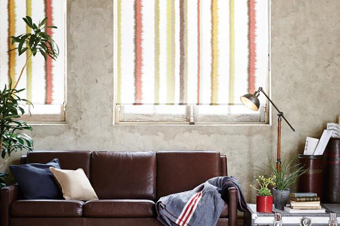 窓際のインテリアコーディネートと言えば、カーテンをセレクトするのがスタンダードの画像例
