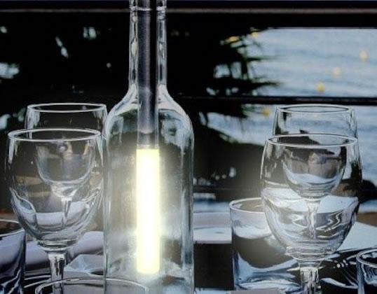 お気に入りのボトルが照明に! LEDライトキット「ボトルライト」日本初上陸