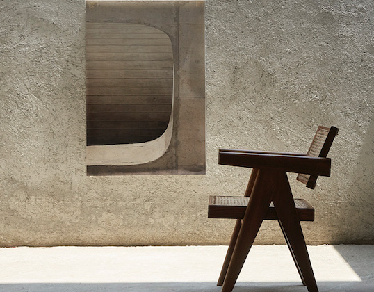 ジャンヌレの復刻家具を展示