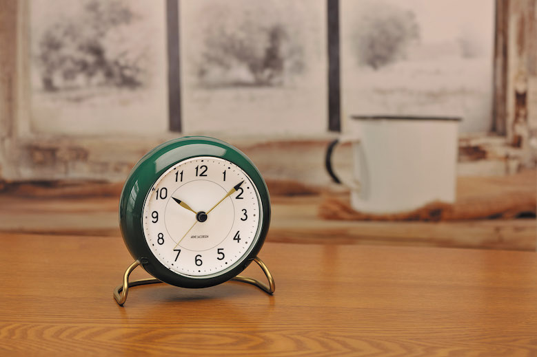 table-clock-station_burgundy-green_2019_03