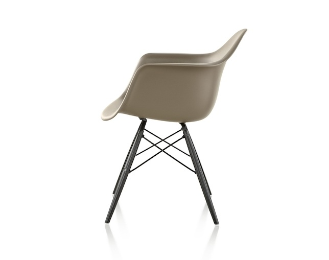 Herman Miller Eames Shell Chair Armchair ダウェルベースのメイン写真