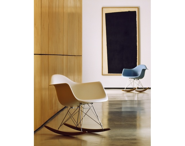 Herman Miller Eames Shell Chair Armchair ロッカーベースの写真