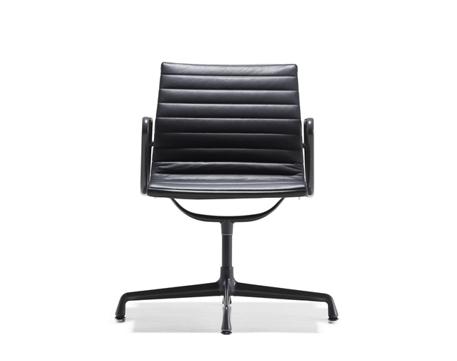 Herman Miller Eames Aluminum Group Side Chair 4本脚タイプ アーム付のメイン写真