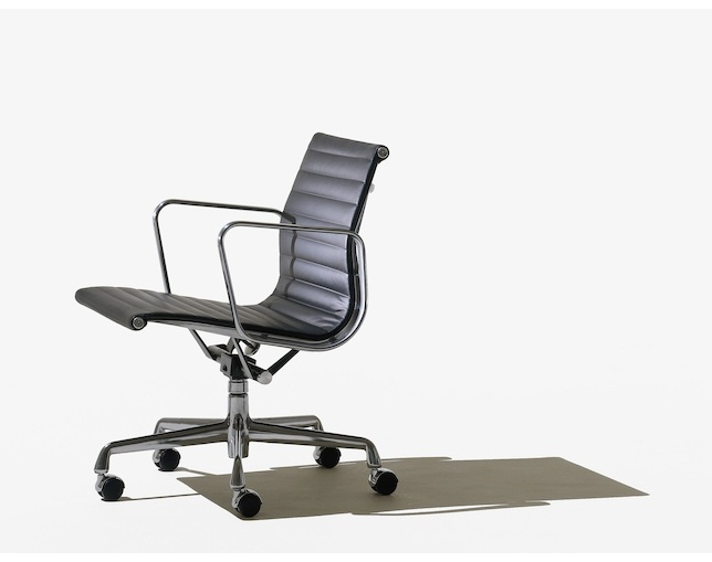 Herman Miller Eames Aluminum Group Management Chair キャスターの写真