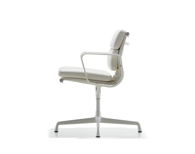Herman Miller Eames Soft Pad Group Side Chair 4本脚タイプのメイン写真