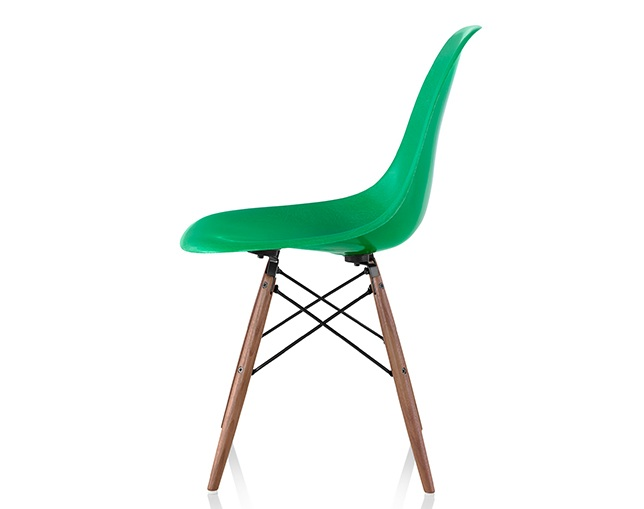Herman Miller Eames Molded Fiberglass Side Chair Dowel Baseの写真