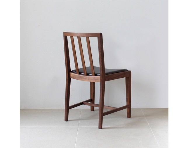 karf 30 chair / Walnutの写真