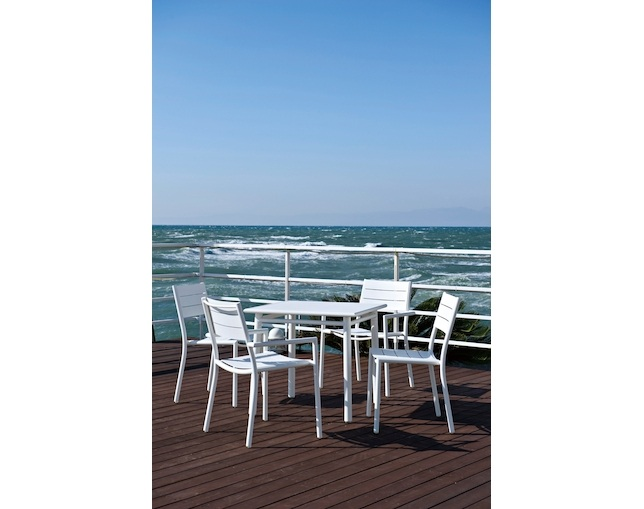 MAIORI NC dining table 80×80のメイン写真