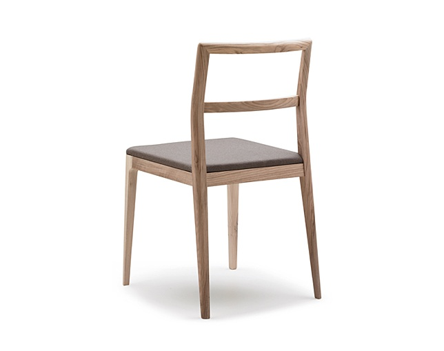ALKI Chair in oak / walnut - naked back and seat in fabric / leatherのメイン写真