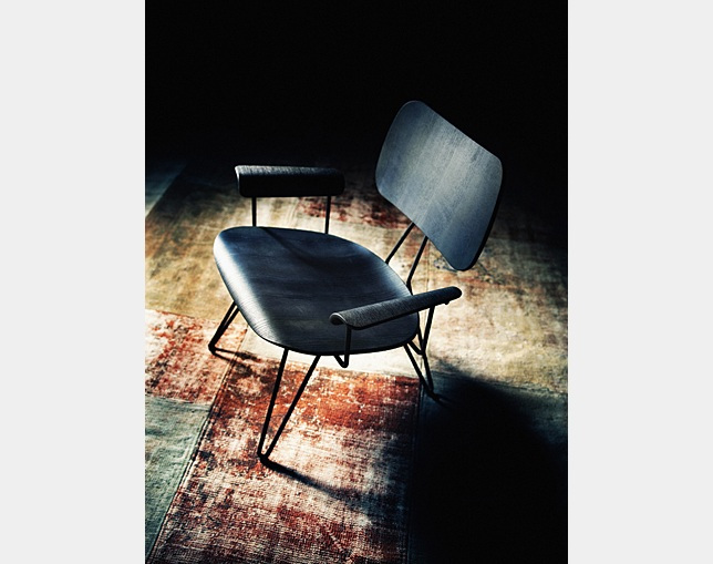 DIESEL LIVING Overdyed Lounge Chairの写真