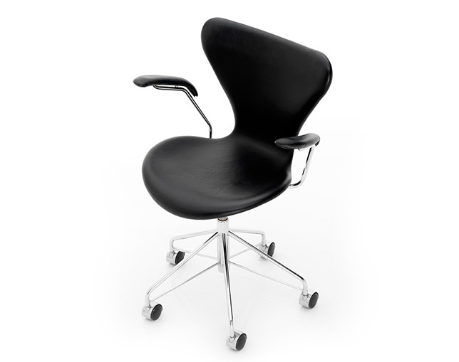 Fritz Hansen SERIES 7 SWIVEL ARMCHAIR(キャスター付回転ベース、FULLY UPHOLSTERED)のメイン写真