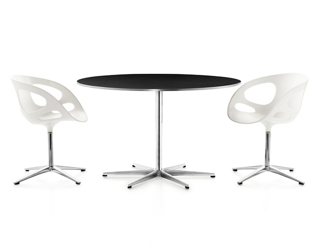 Fritz Hansen TABLE SERIES PEDESTAL BASE(6stars base、Circular)の写真