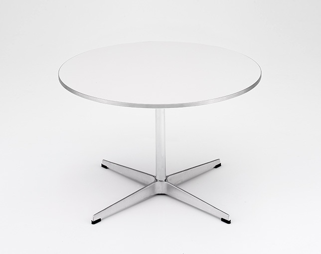 Fritz Hansen TABLE SERIES PEDESTAL BASE(Coffee table、4stars base、Circular)のメイン写真