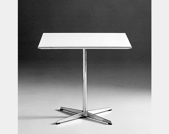 Fritz Hansen TABLE SERIES PEDESTAL BASE(4stars base、Square)のメイン写真