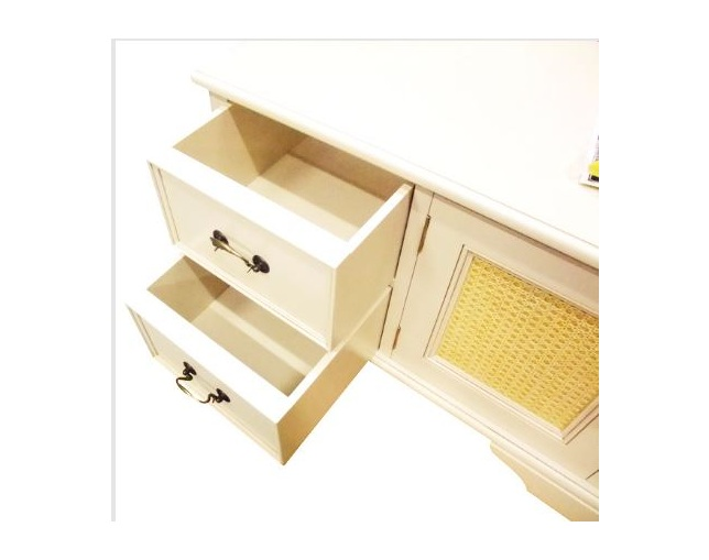 LAURA ASHLEY Clifton 2 door, 4 drawer media unitのメイン写真