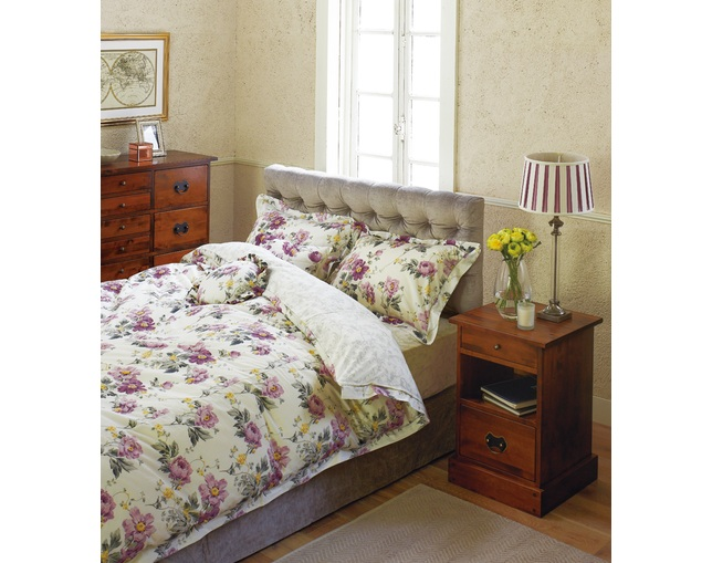 LAURA ASHLEY Stanton bed frameの写真